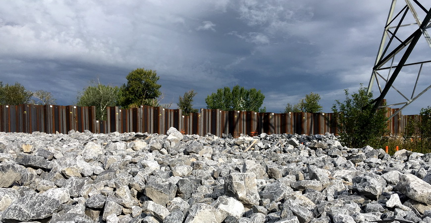 Sheet pile wall riverside